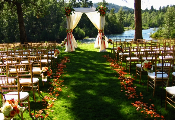 Green wedding in the woods